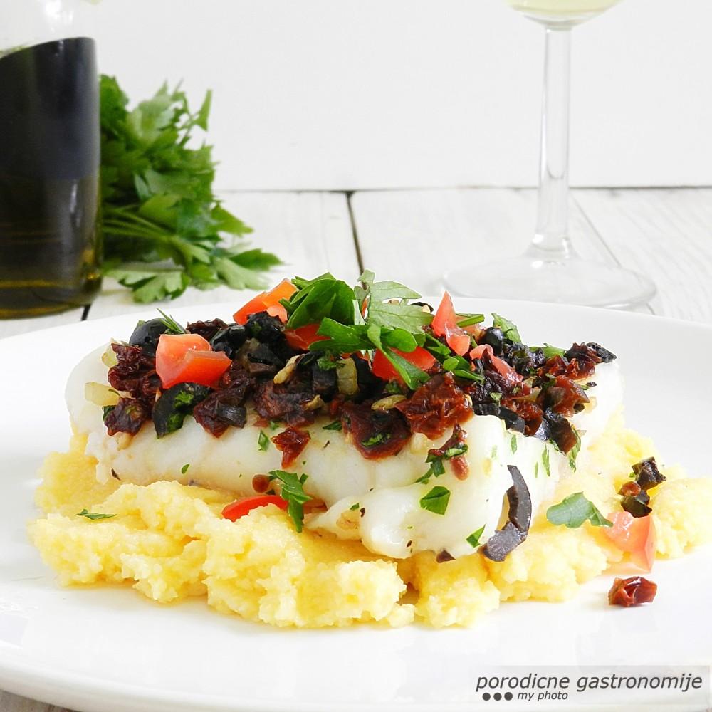 riba sa koricom od crnih maslina1b sa wm