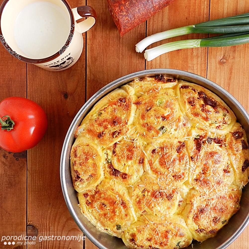 rolnice sa sirom i kobasicom2c sa wm