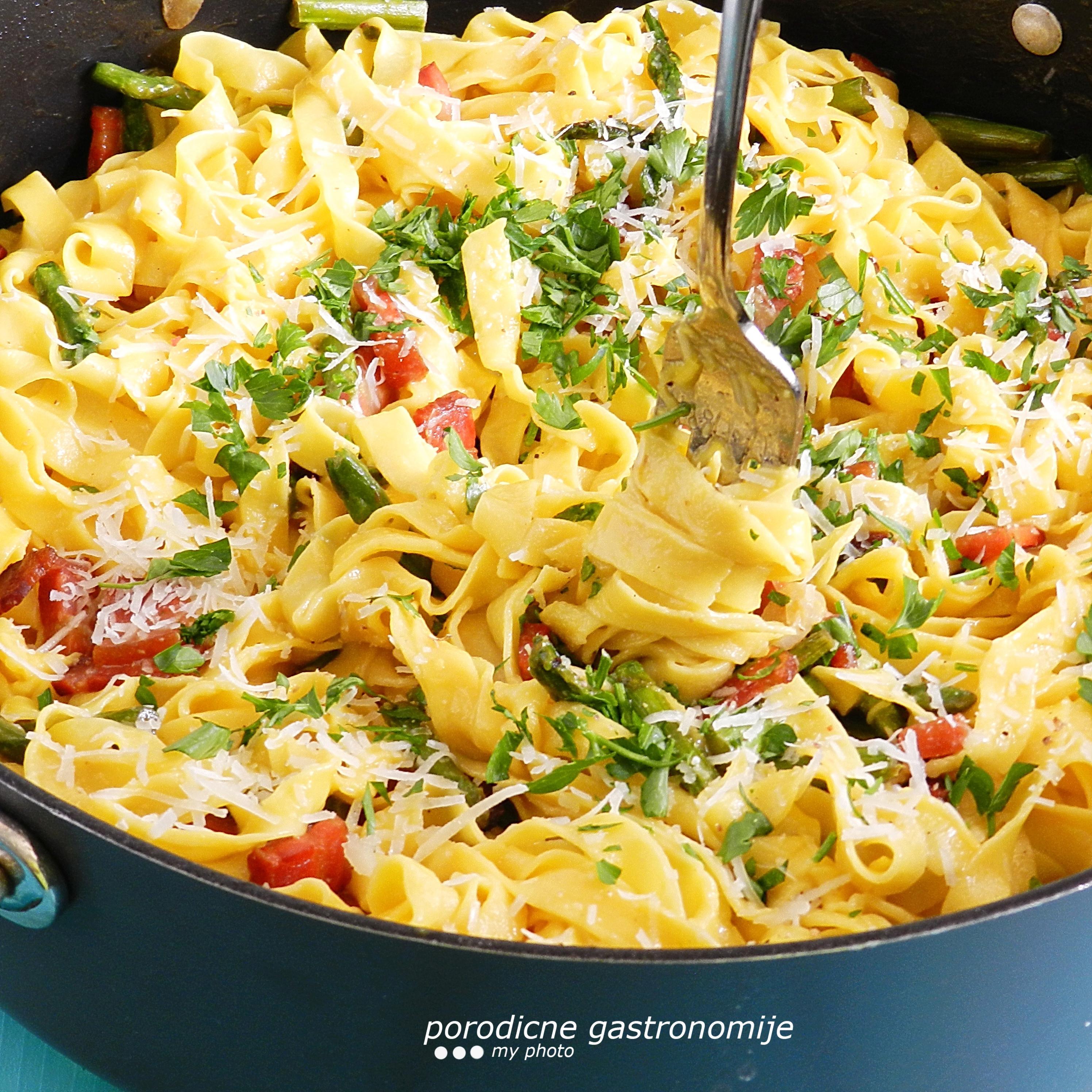 Pasta Karbonara Sa šparogama Porodične Gastronomije