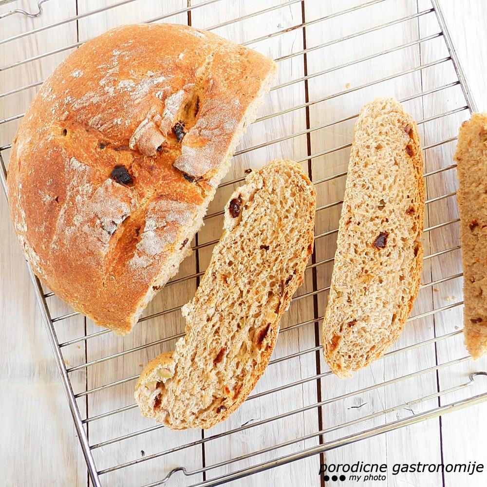 hleb sa maslinama i susenim paradajzom1 sa wm