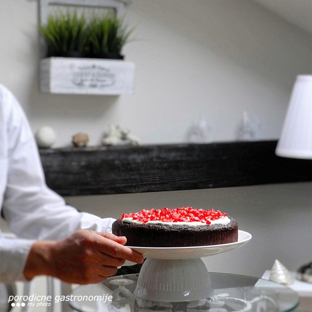 cokoladna-torta-sa-urmama-i-narom2-sa-wm